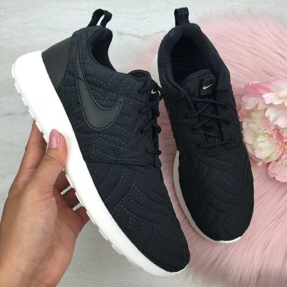 competitive price cfb05 fa882 💥Black Nike Roshe 1 premium Women's Running shoes NWT